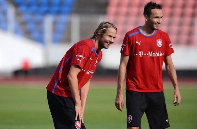 Hráči české reprezentace Jaroslav Plašil (vlevo) a Tomáš Sivok během tréninku národního týmu.
