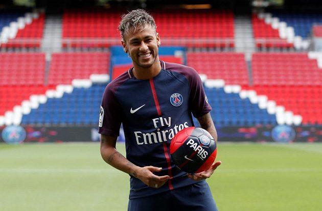 Neymar už v dresu PSG, žaluje bývalého zaměstnavatele Barcelonu za nevyplacený bonus.
