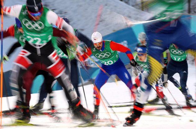 Aleš Razým (20) na trati olympijského sprintu dvojic.
