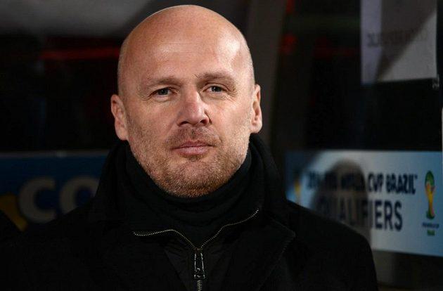 Trenér národního týmu Michal Bílek sleduje duel s Dánskem.