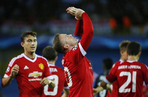 Útočník Manchesteru United Wayne Rooney se raduje z gólu během odvety play off Ligy mistrů proti Bruggám.