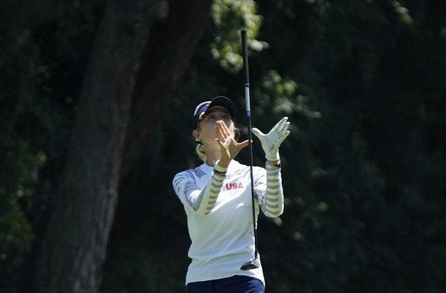 Američanka Nelly Kordová během třetího kola olympijského turnaje v golfu.