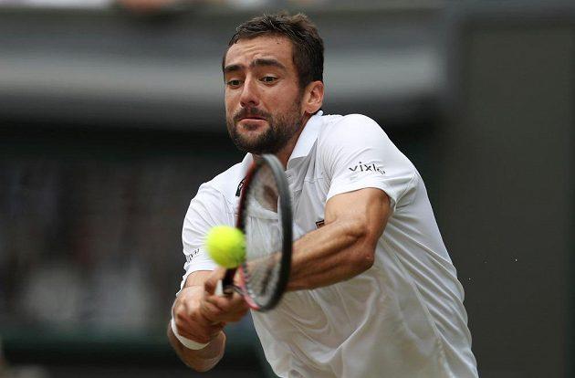 Chorvat Marin Čilič při finále Wimbledonu se Švýcarem Rogerem Federerem.