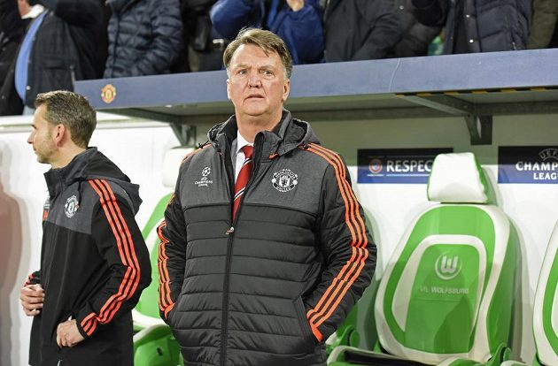 Ustojí trenér Rudých ďáblů Louis van Gaal vyřazení v základní skupině Ligy mistrů?