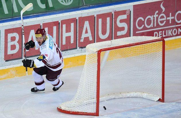 Útočník Sparty Praha Lukáš Pech se raduje z gólu, který vstřelil v sedmém semifinálovém utkání Kometě Brno.