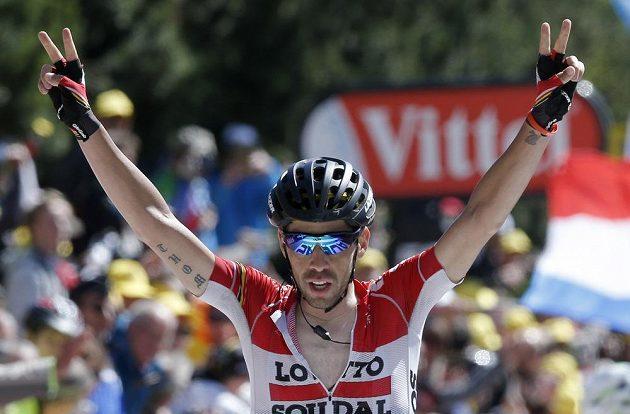Belgický cyklista Thomas de Gendt slaví vítězství na Mont Ventoux.