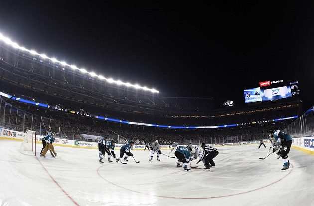 "Utkání ""Stadium Series"" mezi Los Angeles Kings a San Jose."