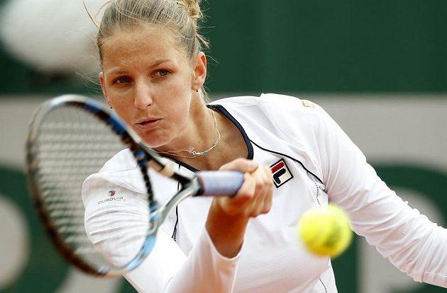 Karolína Plíšková jako jedna z mála zůstala u tradiční tenisové bílé barvy. A hned vypadla...