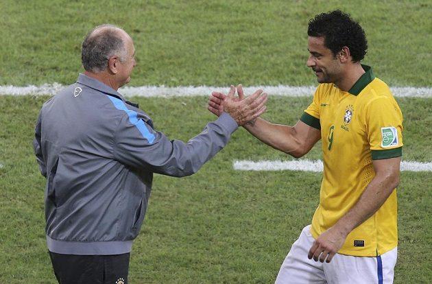 Brazilský útočník Fred a kouč Luiz Felipe Scolari (vlevo) po úspěšném finále Poháru FIFA proti Španělsku.