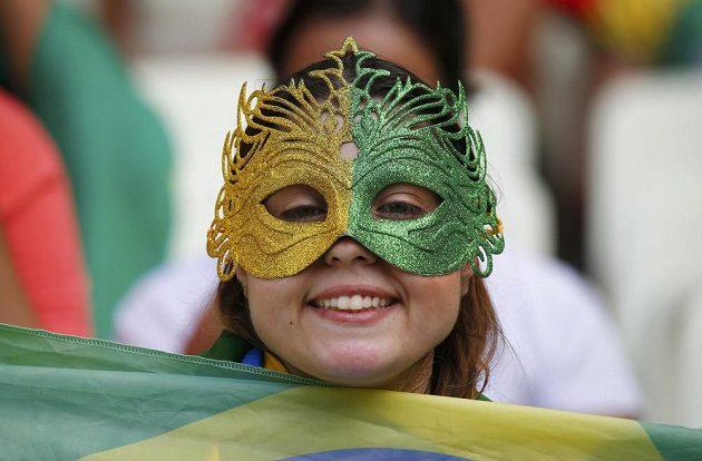Brazilská fanynka skrytá za masku