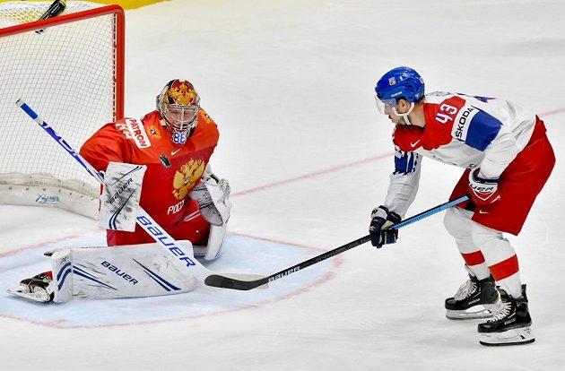 Útočník Jan Kovář se ocitl před Andrejem Vasilevským zcela sám, ale ruského brankáře nepřekonal.