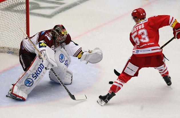 Třinecký Radim Matuš zařídil z trestného střílení úvodní gól v duelu se Spartou.