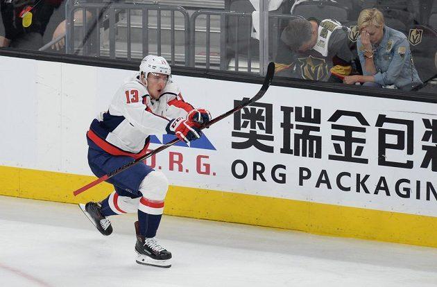 Washingtonský Jakub Vrána se raduje z gólu proti Vegas.