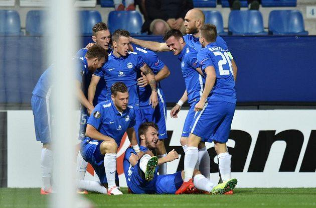 Fotbalisté Liberce se radují z branky proti PAOK Soluň.