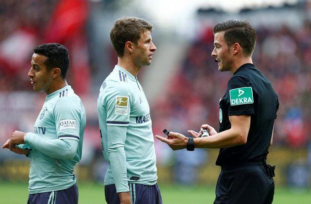 Mátově zelené dresy Bayernu jsou trnem v oku fanoušků mnichovského velkoklubu.