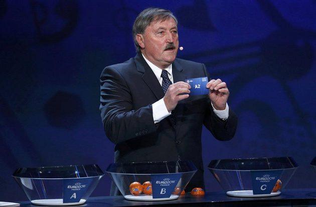 Česká fotbalová legenda Antonín Panenka při slavnostním losu EURO 2016.