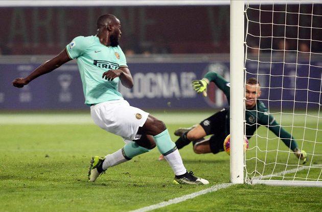 Útočník Interu Milán Romelu Lukaku dává gól.