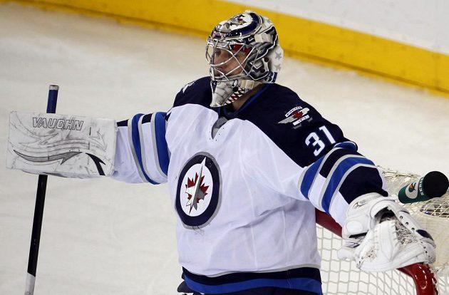 Gólman Winnipegu Ondřej Pavelec inkasoval od Rangers z 35 střel 4 góly.
