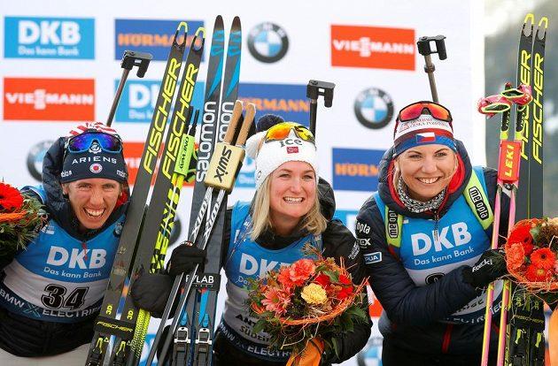 Vítězná Norka Roeiselandová, stříbrná Američanka Dunkleeová a bronzová Lucie Charvátová