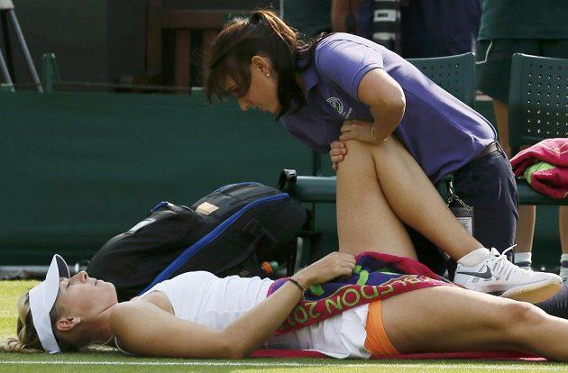 Maria Šarapovová musela být během zápasu s Portugalkou Michelle Larcherovou de Britovou ošetřovaná.