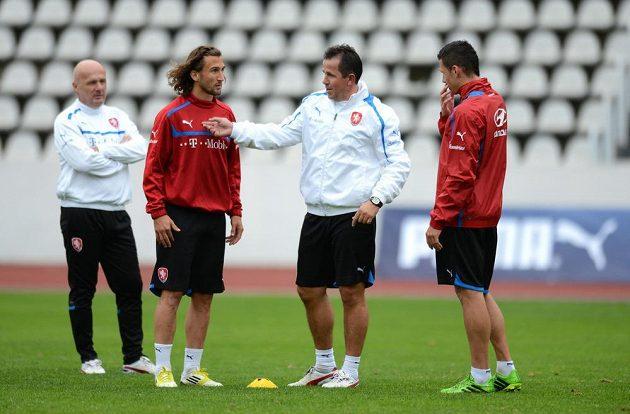 Zleva kouč Michal Bílek, záložník Petr Jiráček, asistent trenéra Tomáš Galásek (uprostřed) a obránce Marek Suchý na tréninku.