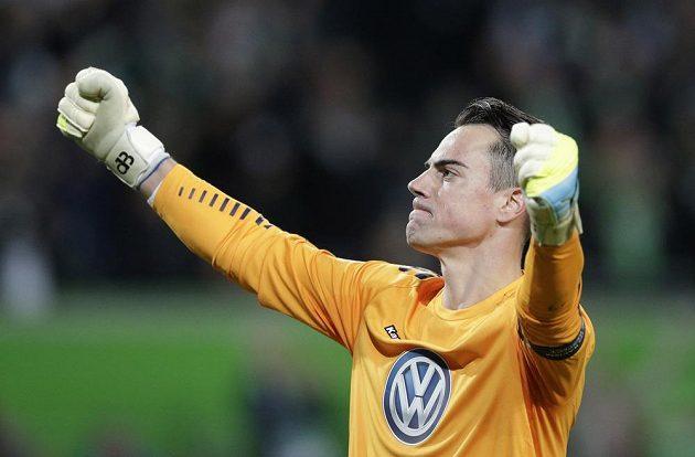 Vítězné gesto brankáře Wolfsburgu Diega Benaglia.