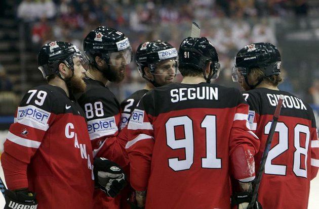 Kanadské hvězdy se radují z branky, kterou vstřelily proti Bělorusku ve čtvrtfinále.