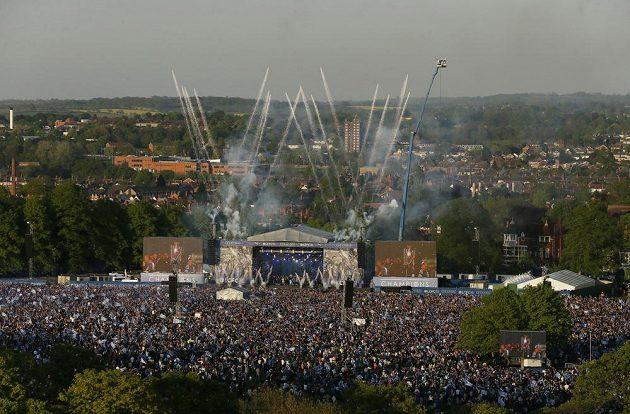 Celý Leicester se radoval ze zisku fotbalového titulu.