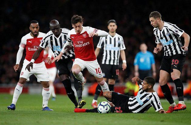 Arsenal potvrdil roli favorita a Newcastle jasně přehrál