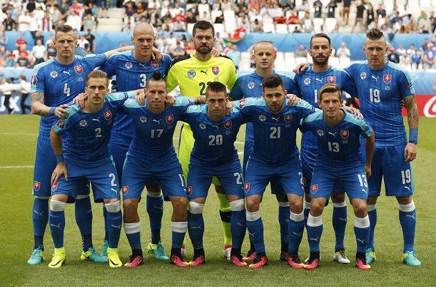 Slovenská základní jedenáctka před utkání s Walesem.