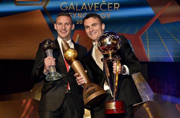David Lafata, vítěz ankety Klubu sportovních novinářů Zlatý míč a nejlepší střelec ligy a Pavel Kadeřábek, nejlepší hráč ligy během Galavečera Synot ligy 2014/2015.