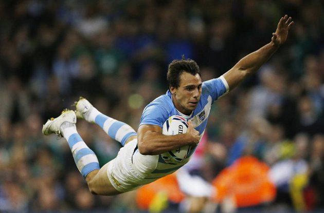 Argentinec Juan Imhoff při čtvrtfinále MS s Irskem.