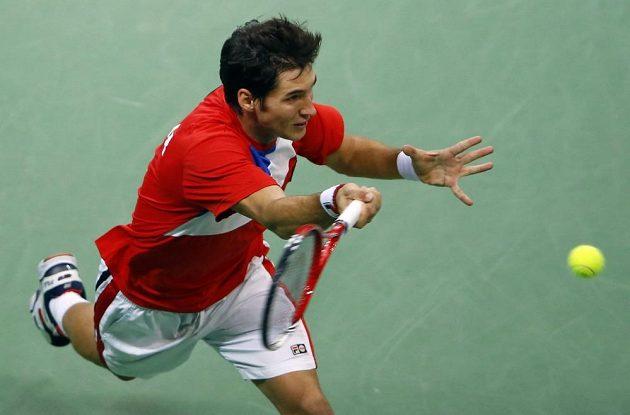 Srbský tenista Dušan Lajovič v utkání proti Tomáši Berdychovi ve finále Davisova poháru.