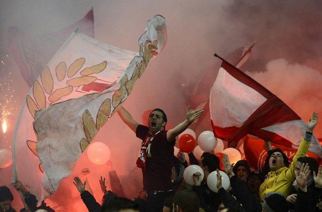 Fanoušci Bayernu o sobě na Emirates Stadium dávali vědět.