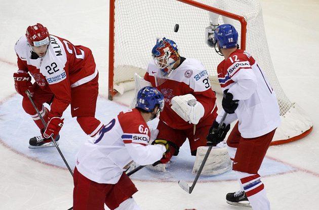 Přesná teč Jaromíra Jágra (vpředu) v duelu s Dánskem znamenala vedení 2:0. Čeští hokejisté nakonec padli v samostatných nájezdech.