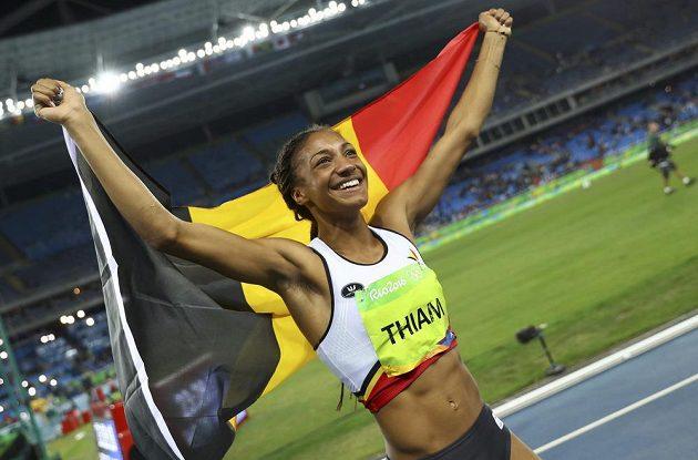 Belgická vícebojařka Nafissatou Thiamová se raduje z vítězství v olympijském sedmiboji.