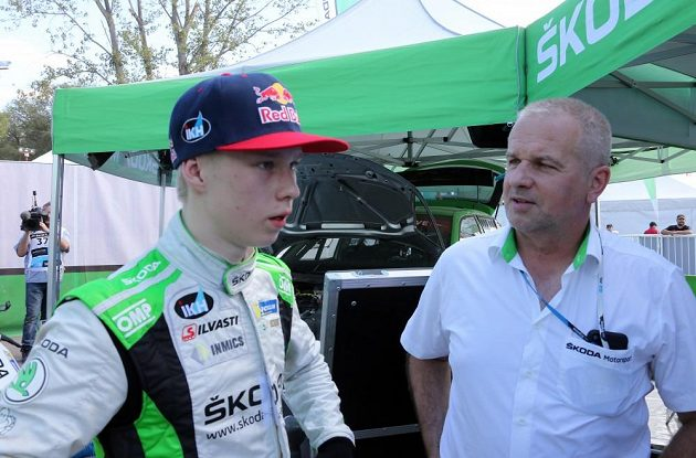 Kalle Rovanperä s šéfem týmu Škoda Motorsport Michalem Hrabánkem při Argentinské rallye.