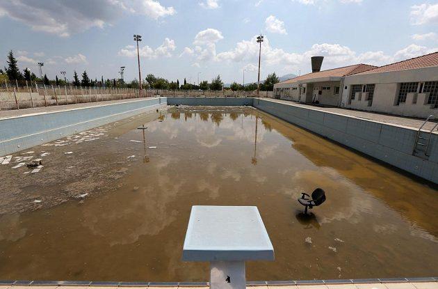Smutný pohled na zchátralý stadión v někdejší olympijské vesnici v Aténách.