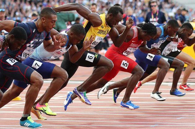Starty Usainu Boltovi (čtvrtý zleva) na MS v Londýně zatím nejdou.