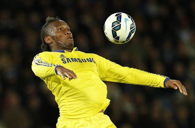 Didier Drogba z Chelsea na hřišti Leicesteru.