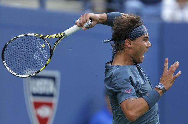 Rafael Nadal ve finálovém utkání US Open proti Novaku Djokovičovi.