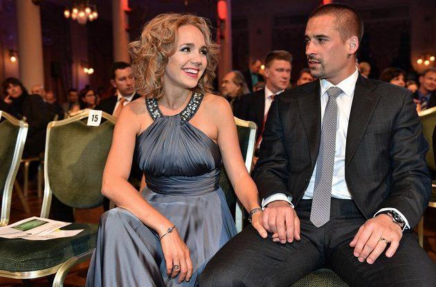 Hokejista Tomáš Plekanec a manželka Lucie Vondráčková během vyhlášení ankety Zlatá hokejka v Karlových Varech.