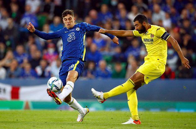 Kai Havertz (vlevo) z Chelsea a Raul Albiol z Villarrealu.