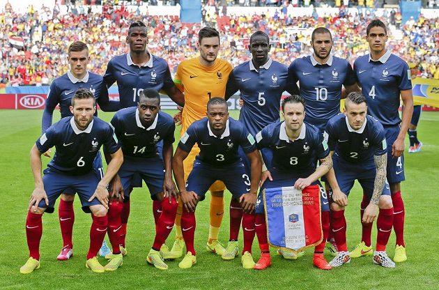 Fotbalisté Francie (na snímku) a Hondurasu před vzájemným zápasem čekali na hymny marně, reproduktory nevydaly ani hlásku.