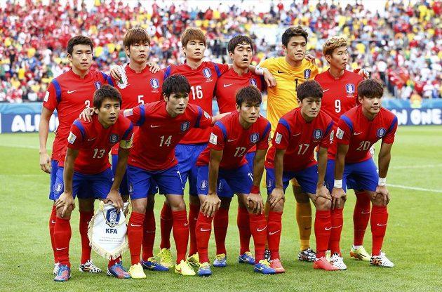 Týmová fotografie fotbalové reprezentace Jižní Koreje před utkáním s Alžírskem.
