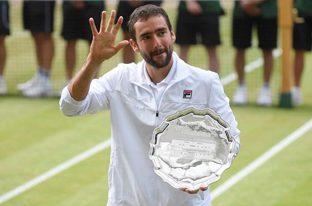 Poražený Chorvat Marin Čilič po finále Wimbledonu.