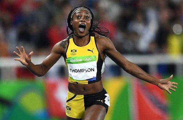 Jamajčanka Elaine Thompsonová se raduje z vítězství ve finálovém běhu na 100 metrů.
