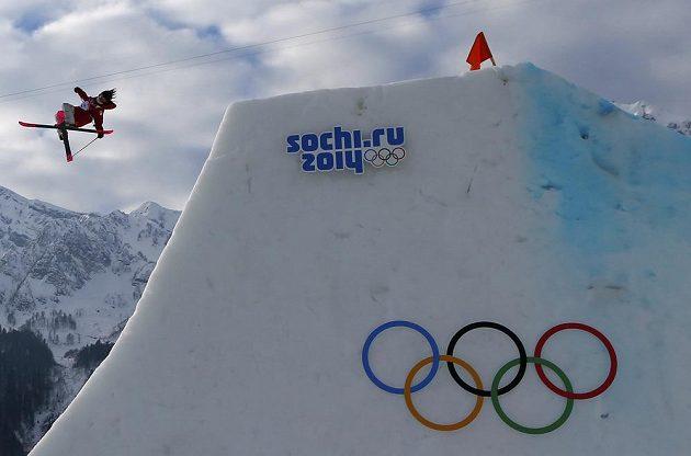 Trik Kanaďanky Yuki Tsubotaové při slopestylu.