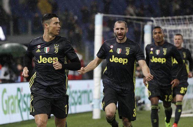 Radost v podání fotbalistů Juventusu Turín. Vítězný gól vstřelil Cristiano Ronaldo (vlevo) z penalty.