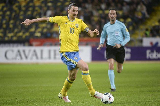 Švéd Zlatan Ibrahimovic v zápase proti České republice.